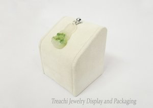 High End Medium Size 7cm Heigh Jewellery Display Prop Beige Scamosciata ciondolo titolare pendente stand Vetrina