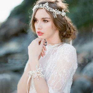 Bridal Wedding Pearl Rhinestone Pulsera Tocado Diadema de novia 2020 Flor romántica En forma de tiaras nupciales Accesorios de joyería hechos a mano