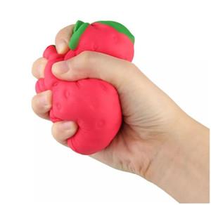 2017 all'ingrosso grande fascino fragola colossale squishy frutto lento rimbalzo farcito giocattolo animali squishy jumbo simulazione frutta kawaii borsa telefono