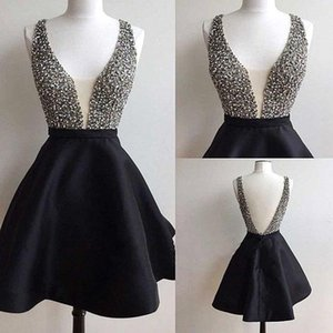 Little Black Short Homecoming Dresses 2018 Sexy Plunging V Neck Crystals Beaded Short Cocktail Party Vestidos baratos por encargo BA5288