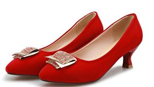 Na primavera de 2016 novo fosco para popular na Europa e nos Estados Unidos instituto de pé de vento contratado calçado de moda