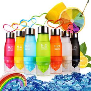 2017 هدية 700 ملليلتر زجاجة المياه h20 البلاستيك تسريب الفاكهة infuser شرب outdoor الرياضة عصير الليمون المياه المحمولة