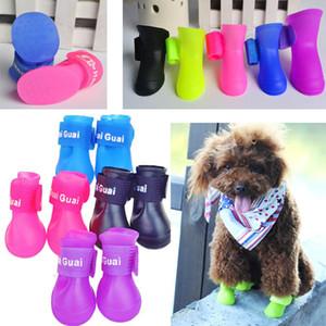 4PCS / set Scarpe da cani Moda Animali Cane Scarpe da pioggia in gomma Stivali impermeabili colorati Colori adorabili caramelle Scarpe da pioggia S / M / L WX-G16