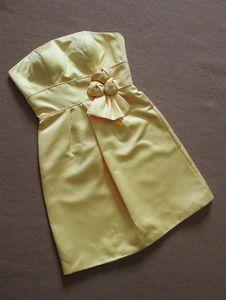 Kurze Satin Yelllow Grey Grape Brautjungfernkleider Günstige Trägerlose Ärmel Geraffte Trauzeugin Party Kleider Vestido de Bridal