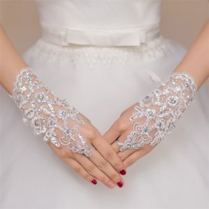 2016 White Fingerless Lace Beads Short Bridal Wedding Gloves Wedding Accessories Net Yarn Brief Paragraph Bright Drill Wedding Decorations