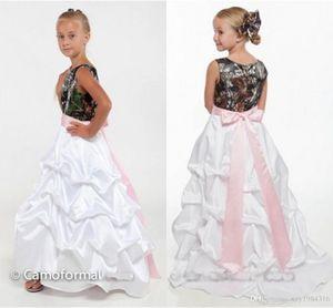 2016 New Günstige Camo Blumenmädchenkleider für Hochzeiten Pick-up Rüschen Landhausstil Kinder Hochzeitskleid mit Rosa Schärpe