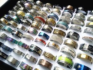 En gros 50 pcs mélangés lots Hommes Womens en acier inoxydable anneaux mode bijoux fête désherbage anneau style aléatoire