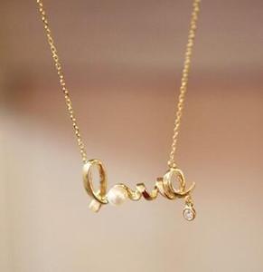 Collar de perlas de amor Love Word Encantadora cadena de oro Regalo de San Valentín en 3D para mujeres Circón diamante Declaración Joyería Regalo de Navidad