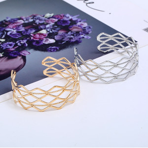 2017 Newest Women Fashion Opening cuff bracelet hollow Bangles best gift for girlfriend wholesale free shipping