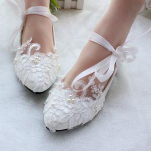 Zapatos de boda de bailarina Moda de encaje blanco Parte superior de cuero de PU Planos Zapatos de boda de punta estrecha Zapatos de boda de mujer de encaje de perlas en blanco