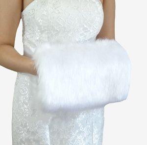 Barato 2017 Inverno Branco Pele De Falso Luvas de Casamento Quente Nupcial Muff Acessórios Armazenados Para O Seu Casamento Rapidamente