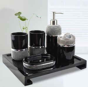 White Balck Colors 2 Formes Céramique Accessoires de salle de bains Élégant 5 pièces Ensembles de salle de bain 1 bouteille de savon + 1 porte-savon + 1 porte-brosse à dents + 2 tasses