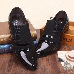 Polonais nouveau flanc lacets noir PU Adhésif en cuir chaussures de ville des hommes d'affaires Chaussures Plissé chaussures de sport marié chaussures de mariage