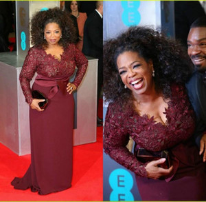 Oprah Winfrey Bourgogne manches longues sexy Mère de robes de mariée à col en V Sheer dentelle gaine Taille Plus Celebrity Tapis rouge Robes de soirée