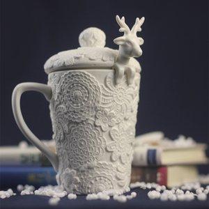 sculpture elk blanc gros- tasse en céramique dimensions tasse de café en relief avec une cuillère Elk poterie sculpture créative / tasse de lait avec couvercle