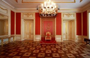 Indoor Palazzo oro mosaico bianco Porte photography Sedia Red Wall Fondali di lusso Sfondo lampadario di cristallo Wedding Photo Booth