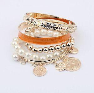 Мода полые многослойные Джокер Шарм браслеты металлические монеты жемчужные бусины браслеты женщины мода браслеты ювелирные изделия повседневные аксессуары