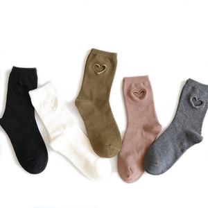 2017 Nouvelle longueur mi-mollet en creux de nouveauté Mode féminine Coton amour personnalité Tide mignon chaussette Sexy