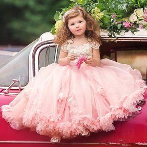 El más nuevo 2017 Blush Pink Flower Girl Dresses Princess Cap Sleeves Apliques Plisados Volantes Long Kids Formal Party Pageant Dresses