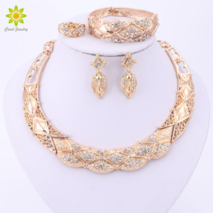 Bridal Crystal Necklace Orecchini Bracelet Ring African Beads Set di gioielli per le donne Accessori da sposa placcati oro