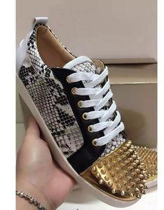 Low Top sneak leather gold Spikes Casual Flats Zapatos con fondo rojo 2017 Nuevo para hombres y mujeres Diseñador de fiesta Zapatillas de deporte Amantes Cuero genuino