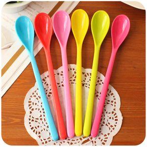 Color Caramelo Cuchara de mango largo que mezcla Melamina Cuchara de plástico Café Miel Cucharas Cubiertos Al por mayor- 20pcs / Lot