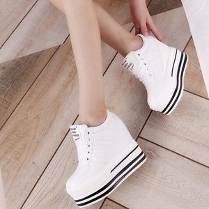 2016 Sonbahar Moda Siyah Beyaz Sneakers 12 CM Kalın Alt Artan Kadınlar Boş Ayakkabı Kadın Kama Platformu Pompalar Sentetik Deri Ayakkabı