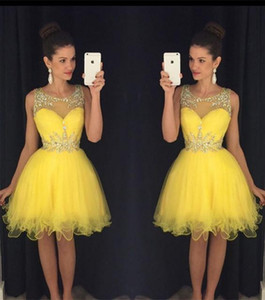 2020 Nouveau short jaune Homecoming Robes cristaux Sheer cou perles Modest vert pas cher longueur genou Prom Cocktail Robes images réelles