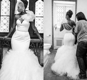 Vestidos blancos puros de la sirena para el vestido de boda nupcial de Peplum de un hombro Sheer Back Barridos del tren Pliegues por encargo vestidos de boda atractivos de Afraic