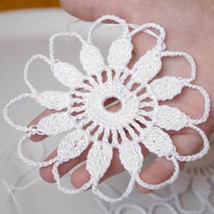 Handgemachte Crochet Schneeflocke hängende Verzierung Weißer Winter Blume Häkeln Dekorationen Weiße Schneeflocken Crochet Verzierungen von 12