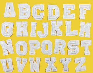 26 teile / satz A-Z Reinem weißen Englisch Brief Patch Eisen Auf Stickerei Patches für Kleidung mit Es Kleidung Appliques DIY Zubehör