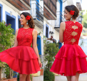 2017 Rojo Cocktail Vestidos Apliques Lace Jewel Escote Hollow Back Tiered In Backless Mini Breve Prom Vestidos Homecoming Graduación Hecho a medida