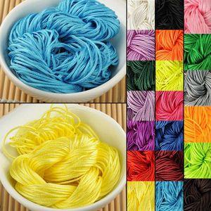 Neuheiten 1mm 30M / Garbe Chinese Knot Cord Rattail Satin geflochten String gemischt 29 Farben Schmuck Erkenntnisse Perlen Seil
