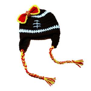 Crochet Noir Football Bébé Chapeau avec Arc À La Main Crochet Bébé Fille Football Équipe Chapeau Enfants Chapeau D'hiver Infant Toddler Photo Props Douche Cadeau
