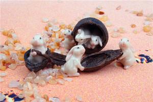 Miniature fée jardin lapins dans une fée de noyer maison de poupée lapin lapin fée maison artisanat lapins lapins en noyer amusant pour les enfants