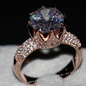 Виктория Вику Роскошные ювелирные изделия 8ct Solitaire 11мм белый сапфир Сымитированный алмаз обручальное розовое золото Корона Ленточнопильные Женщины Rings подарок Размер 5-11