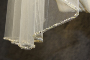 Nuevas imágenes reales Blanco Marfil Champagne Velo de la boda de la longitud de ladera de la longitud de la longitud del borde de las perlas de las perlas del velo de una sola capa 026