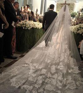 Velos de novia baratos de la venta al por mayor de la longitud de la catedral Velos de la boda del cordón 3m Velos largos de la novia por encargo Un vestido nupcial de la capa Velo libre Peine