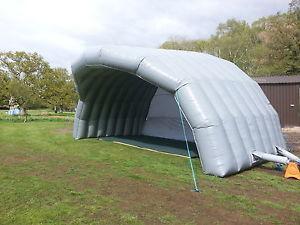 Tente de scène gonflable gris argenté de demi-cercle durable de disco de folie debout libre avec le ventilateur libre d'air