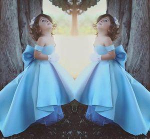 2018 Cute Sky Blue Flower Girl Vestidos de hombro Vestido del concurso Vestidos de Bow Girl para bodas Fiesta de cumpleaños Vestidos para adolescentes BA7114