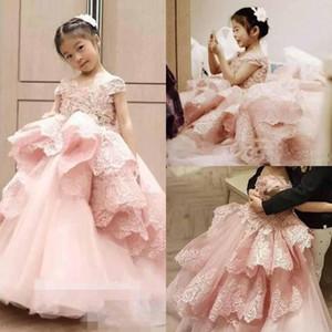 Rosa Prinzessin Girls Pageant Kleider Cap Sleeves Spitze Rüschen Blumenmädchen Kleider für Hochzeit Tiered Sweep Zug Baby Geburtstagsparty Kleid