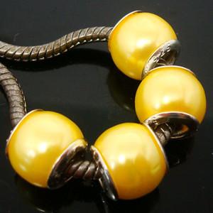 100pcs / lotto bella perla imitazione perle gialle nucleo d'argento sciolto europeo grande foro acrilico incanta perline per monili che fanno prezzo basso
