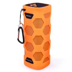 Vendita calda di trasporto libero Il nuovo altoparlante esterno impermeabile Bluetooth NFC Altoparlante stereo Super Bass portatile con mano libera e Biult Micphone