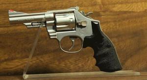 5 stücke Heißer verkauf pistolen ausstellungsstand gun display halter mode Acryl Turnschuhe Sandale schuhe display rack für boutique shop zubehör