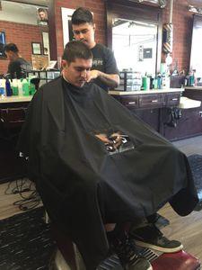 Salón Adulto Impermeable Corte de cabello Paño de peluquería Barberos Peluquería Cape Wown Wrap