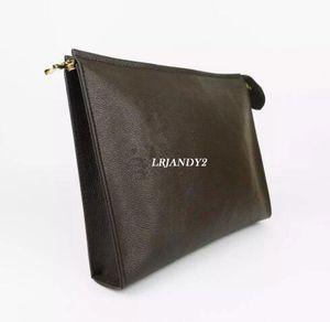 ¡Envío gratis! Nueva bolsa de aseo de viaje 26 cm Protección Maquillaje Grabado Mujeres de cuero genuino Pollos de cosméticos a prueba de agua para mujeres 47542
