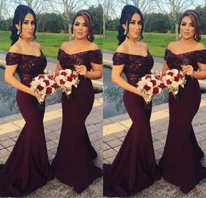 2021 fuori dalla spalla sweep treno Borgogna Vestito a sirena damigella d'onore con Paillettes sera convenzionale degli abiti di un matrimonio abito