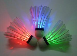 LED Badminton Shuttlecock Envío gratis a estrenar Noche oscura Glow Birdies iluminación interior deportes Flash colores envío de la gota