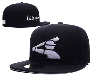 2018 New White Sox Fitted Baseball Cappelli in colore nero completo Old School Flat Brim Cheap Sport Team Closed Caps Ossa Sport Gorra One Piece