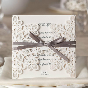Белое кружево цветочные свадебные приглашения настраиваемые полые свадьба печати пригласительные открытки ленты с конвертом запечатанные карты